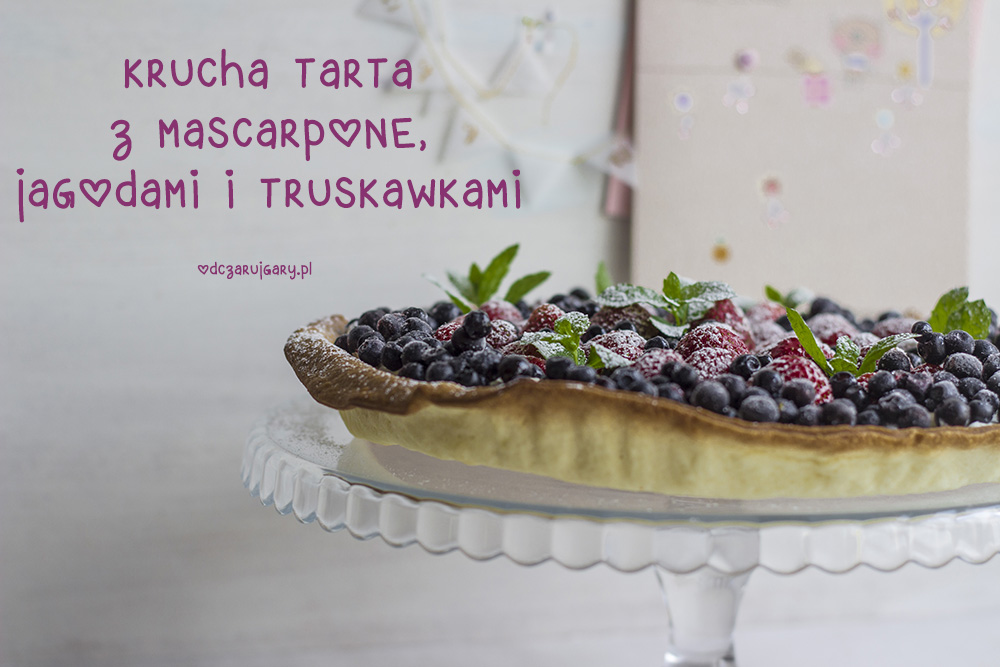 tarta z jagodami i truskawkami
