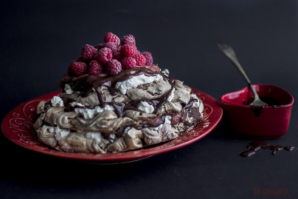 czekoladowa beza z rabarbarem