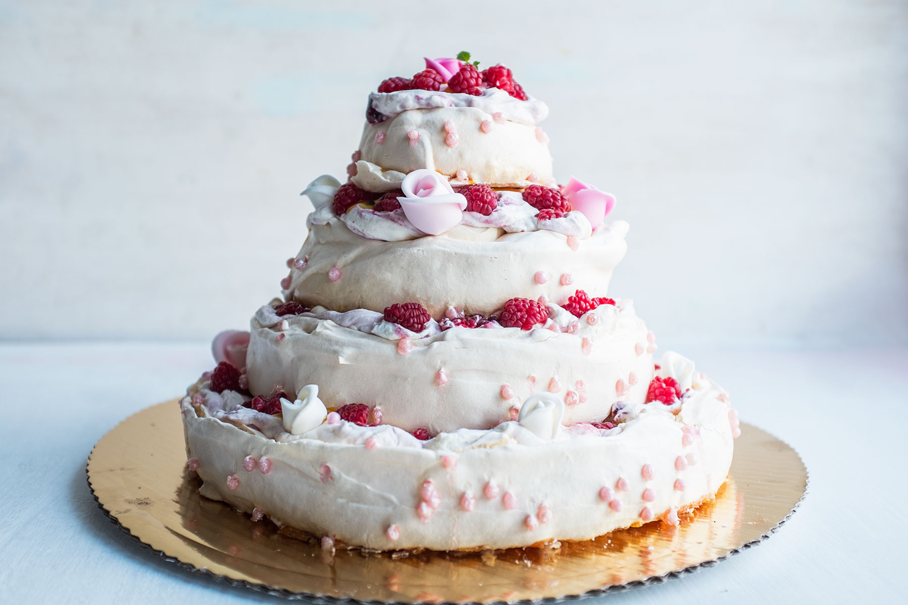 tort bezowy na dzień babci