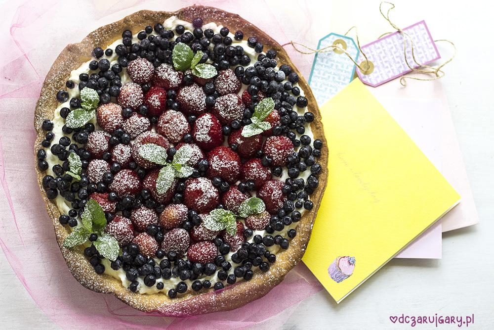 krucha tarta z mascarpone i owocami