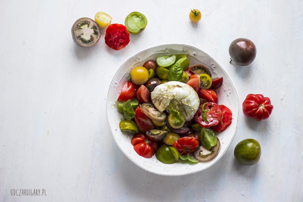 letnia sałątka z pomidorów i mozzarella di bufala