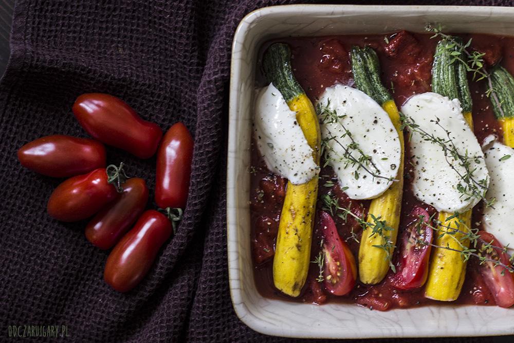mini cukienie zapiekane w sosie pomidorowym