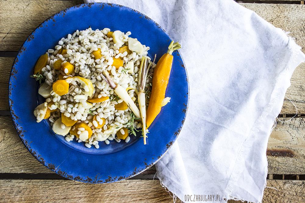 pęczak z pieczonymi warzywami w sosie cytrynowo miodowym