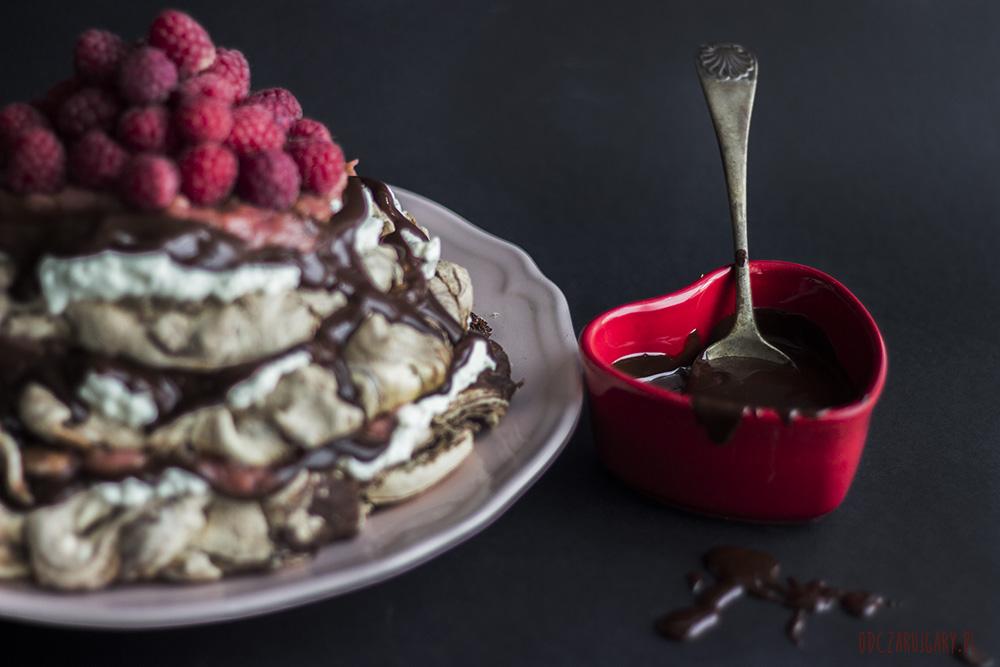 czekoladowa beza z rabarbarem i ganache