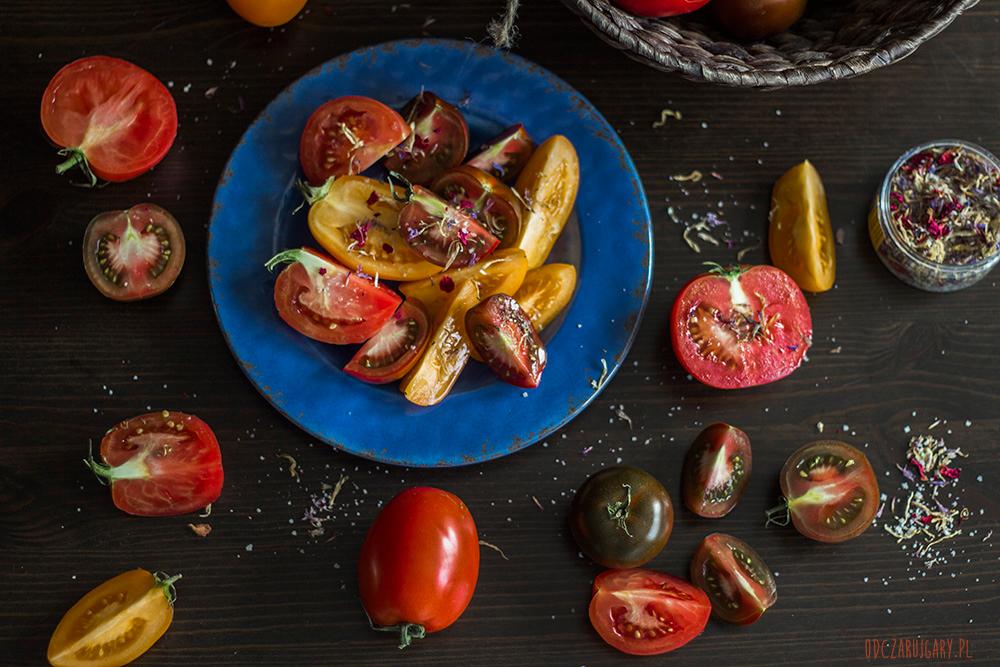 kolorowe-pomidory-z-makaronem