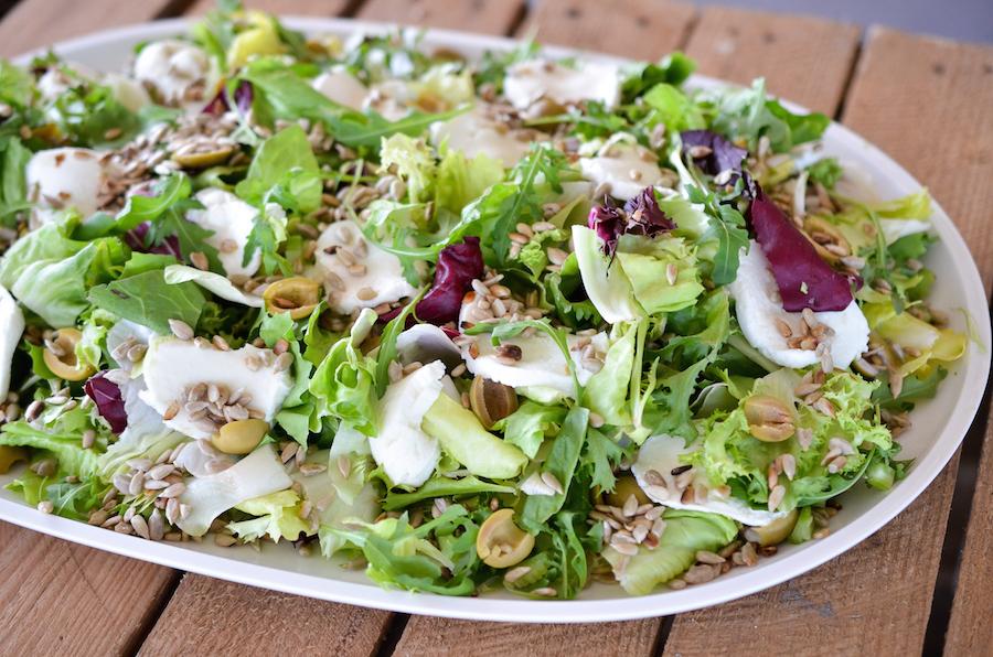 Fit&Easy Sałata z selerem naciowym, zielonymi oliwkami i mozzarellą 2