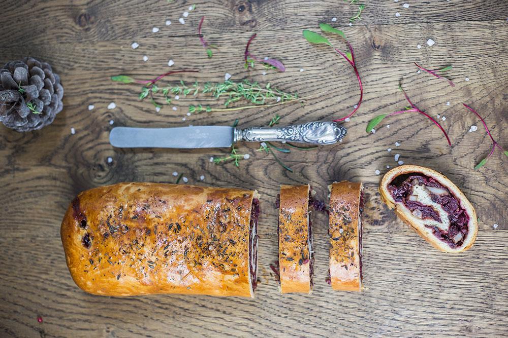 Kulebiak z modrą kapustą, glazurowanym boczkiem i anyżem