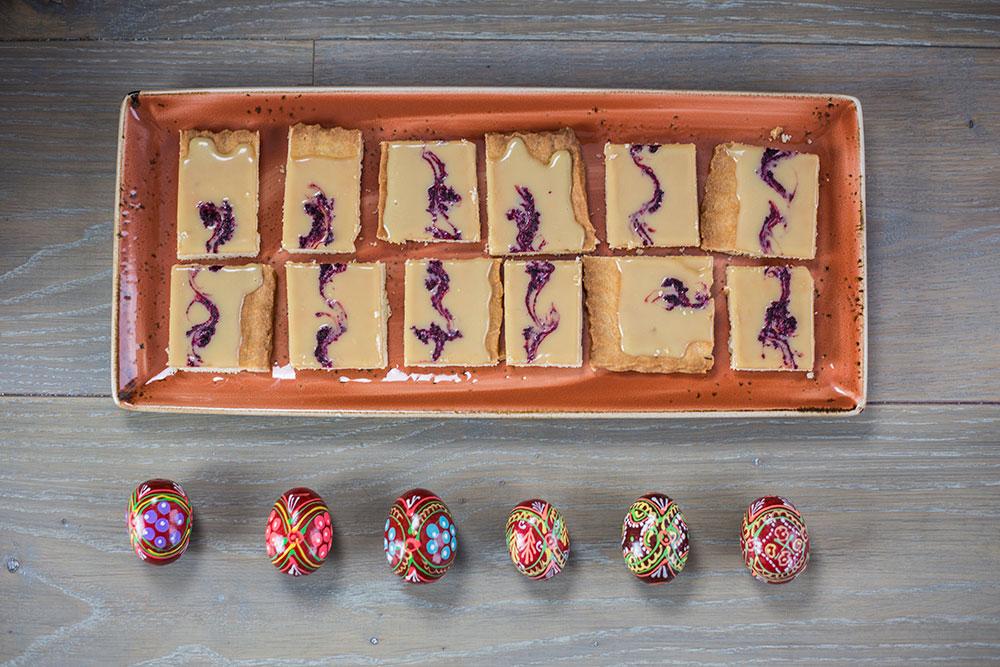 mazurek z czekoladą i hibiskusem